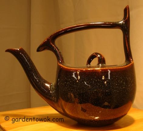 Takashi & Theresa Ichihara-teapot (5849)
