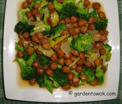 Chickpeas sprouts stir-fry (06210)