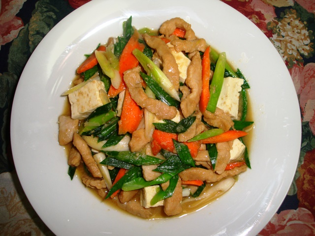 Pork, tofu & garlic green stir-fry (06376)