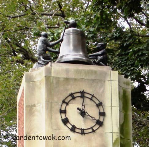 Delacorte clock (04372 bell)