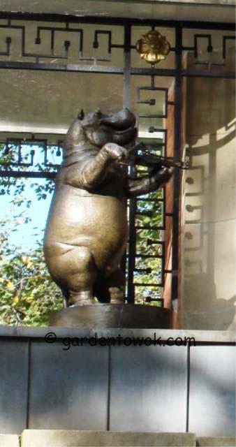 Delacorte clock (04376 hippo)